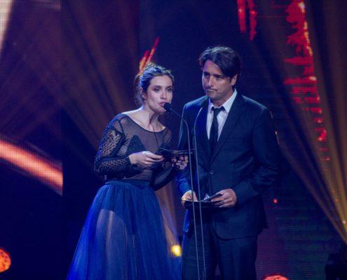 """Daniela Ramírez y Jorge Zabaleta, presentadores de los ganadores de """"Mejor Actor y Actriz Protagónico en """"Categoría Teleseries"""""""